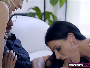 mommy nails sonnie And gobbles internal cumshot For Thanksgiving treat