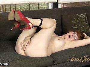 curvaceous mature Amber Dawn seductively rubs her puss