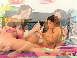 Alexa Pierce and Jenna Jay get down on labia