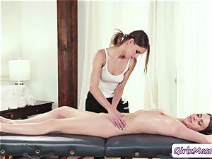 splendid Jill Kassidy gets her cunny gobbled by masseuse Jillian Jansons