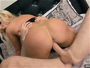 luxurious Nikki Benz gets a shock boink