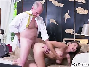 elder mother nail youthfull girl Ivy amazes with her huge boobies and bootie