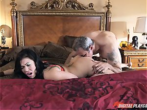 London Keyes smashed in her edible beaver pudding by the anchor fellow