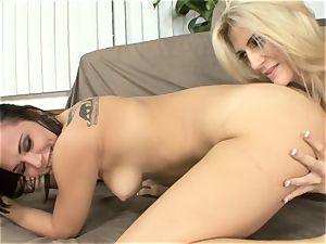 Amanda Tate eats on Aidra Fox's torrid backside