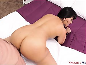 bootylicious Latina wants a fellow to take care of her dribbling moist pussy