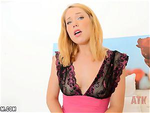 Raylin Ann shows her ultra-cute cunt