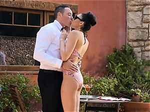 Ariana Marie milks a waiters fuckpole in the supreme outdoors